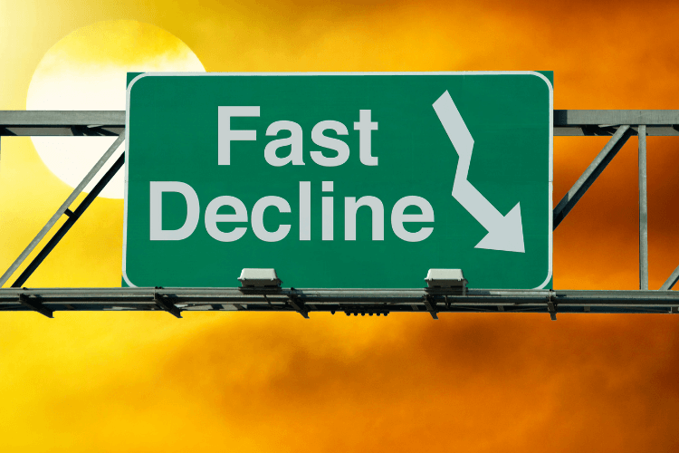 road banner of green colour indicating fast decline with downward facing arrow